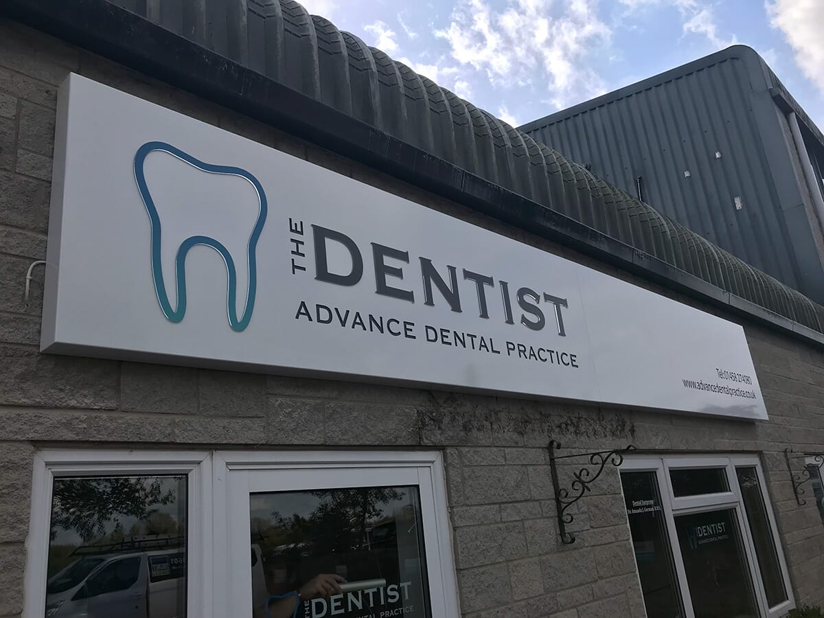 Folded Tray Sign for a Dentists